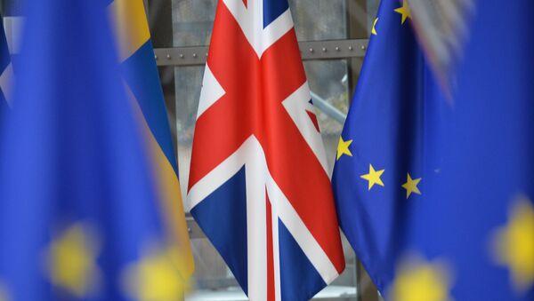 Vlajky Velké Británie a EU - Sputnik Česká republika