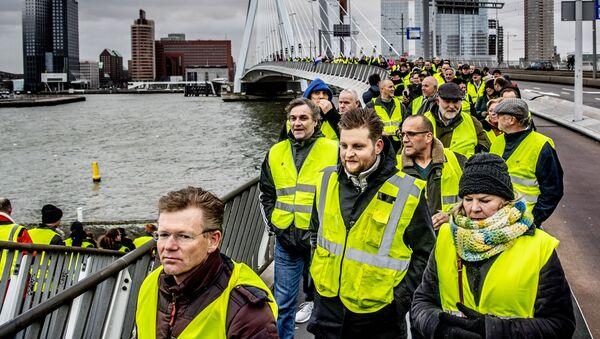 Žluté vesty v Rotterdamu - Sputnik Česká republika