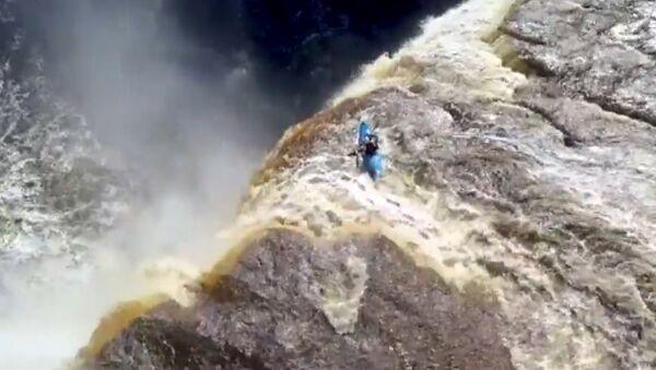 Neuvěřitelný pád kajakáře z vodopádu - Sputnik Česká republika