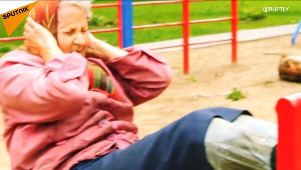 """72letá ruská """"babuška"""" cvičí ve venkovní tělocvičně v Kaliningradu. - Sputnik Česká republika"""