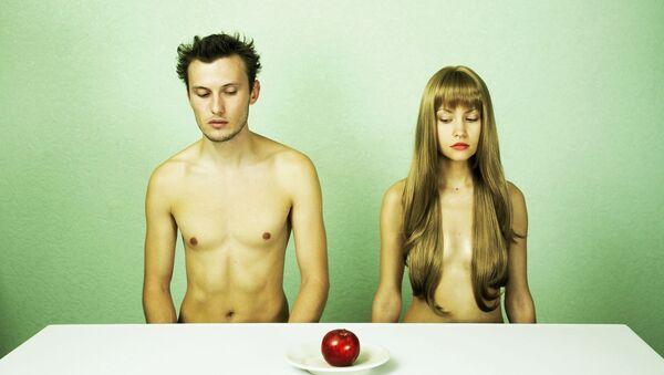 Chlapec a dívka u stolu - Sputnik Česká republika