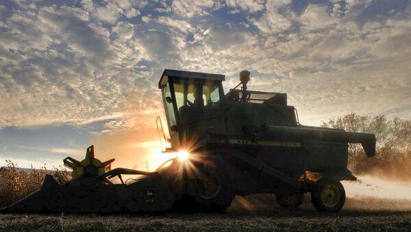 Německý důchodce dokázal dokončit cestu do Ruska v zastaralém traktoru - Sputnik Česká republika
