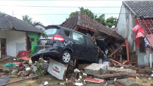 Počet obětí tsunami v Indonésii se zvýšil na 222 - Sputnik Česká republika