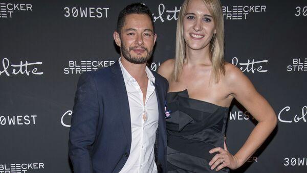 Herec Jake Graf s manželkou trangenderkou Hannou Graf - Sputnik Česká republika