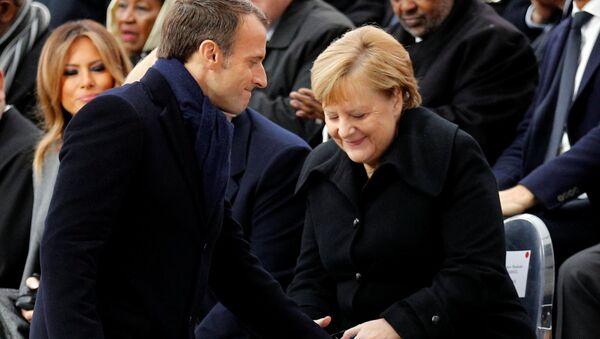 Francouzský prezident Emmanuel Macron a německé kancléřka Angela Merkelová - Sputnik Česká republika
