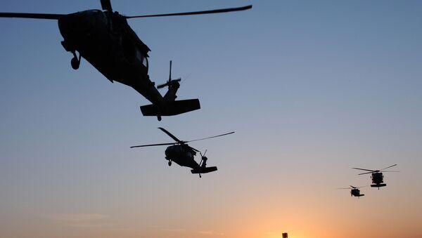 Americké vrtulníky UH-60 Black Hawk - Sputnik Česká republika