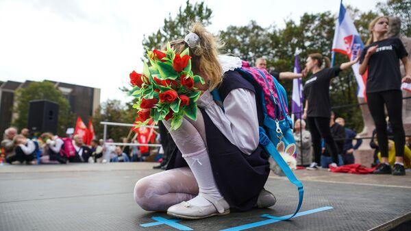 Дети выступают на вселатвийской акции Марш за русские школы НАШ ВЫБОР в Риге - Sputnik Česká republika