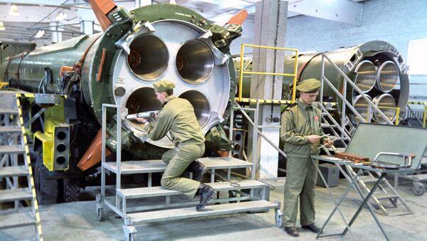 Likvidace raketových prostředků R-12 podle INF, 1987 - Sputnik Česká republika