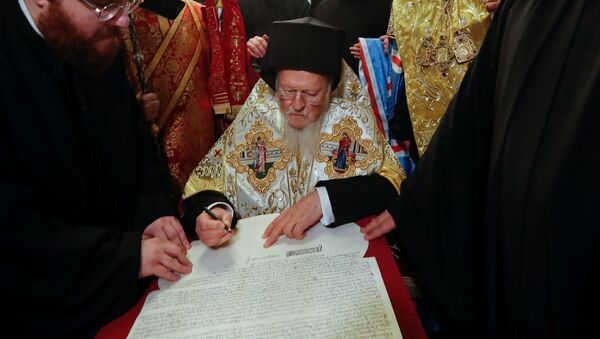 Bartoloměj předal Ukrajině dokument o nezávislosti nové církevní struktury - Sputnik Česká republika