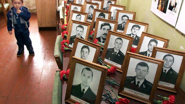 """V důsledku vyzdvižení ponorky Kursk se k 20. březnu r. 2002 podařilo objevit a identifikovat těla 115 námořníků. Těla dvou námořníků – Dmitrije Kotkova a Ivana Nefedkova (Nefednova) a také hlavního odborníka """"Dagdizele"""" Mameda Gadžijeva se nepodařilo najít - Sputnik Česká republika"""