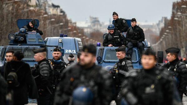 Francouzští policisté v Paříži - Sputnik Česká republika