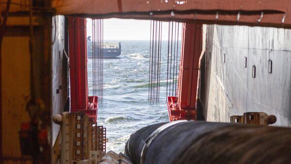 Roury pro Severní proud 2 na lodi Solitaire - Sputnik Česká republika