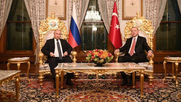 Ruský prezident Vladimir Putin a jeho turecký protějšek Recep Tayyip Erdoğan - Sputnik Česká republika