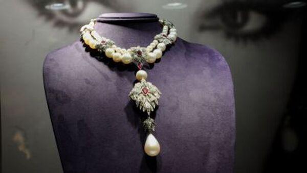 Tento náhrdelník Peregrina patřil Elizabeth Taylorové - Sputnik Česká republika