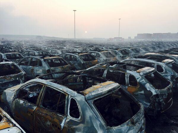 Shořelé automobily následkem výbuchu v Tiajíně - Sputnik Česká republika
