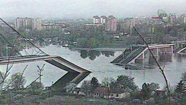 Most vedoucí přes Dunaj, který byl zničen bombardováním NATO, v tehdejším jugoslávském (dnes srbském) městě Novi Sad - Sputnik Česká republika