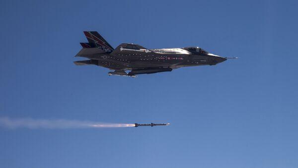 AMRAAM F-35  - Sputnik Česká republika