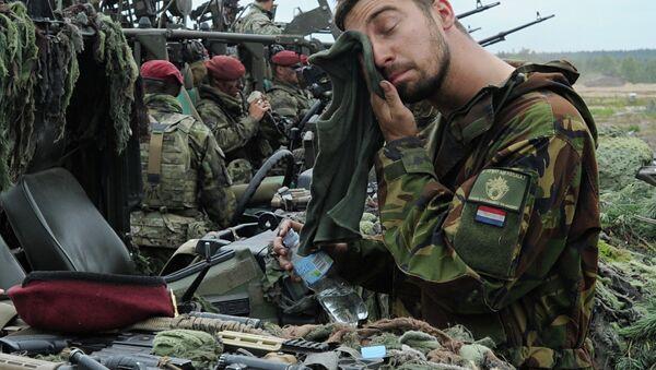 Nizozemský voják během cvičení NATO Noble Jump - Sputnik Česká republika