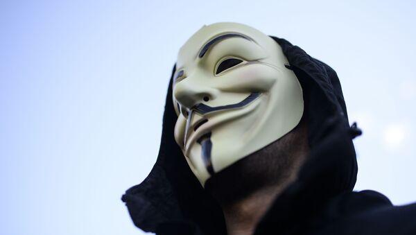 Člověk v masce Anonymous - Sputnik Česká republika