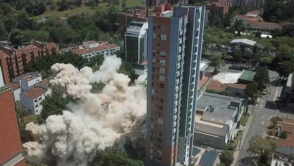 V Kolumbii úřady zbouraly bývalý dům Pabla Escobara 1 - Sputnik Česká republika
