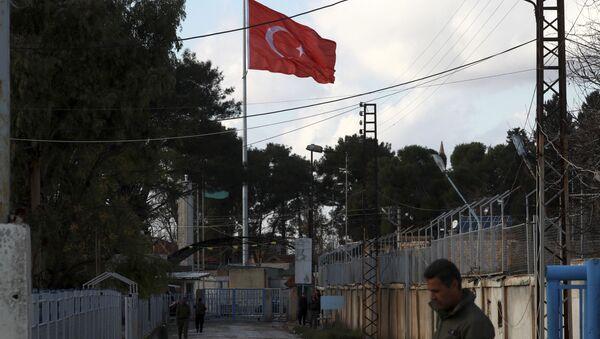 Turecká vlajka na turecko-syrské hranici - Sputnik Česká republika