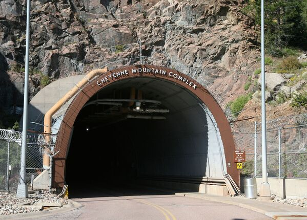 Cheyenne Mountain Operations Center – podzemní komplex Severoamerického velitelství protivzdušné obrany v Coloradu - Sputnik Česká republika