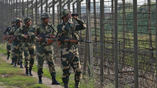 Indičtí pohraničníci hlídají hranici s Pákistánem - Sputnik Česká republika