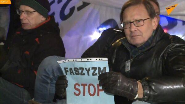 V Polsku policie odstranila demonstranty hnutí Antifa během pochodu nacionalistů - Sputnik Česká republika