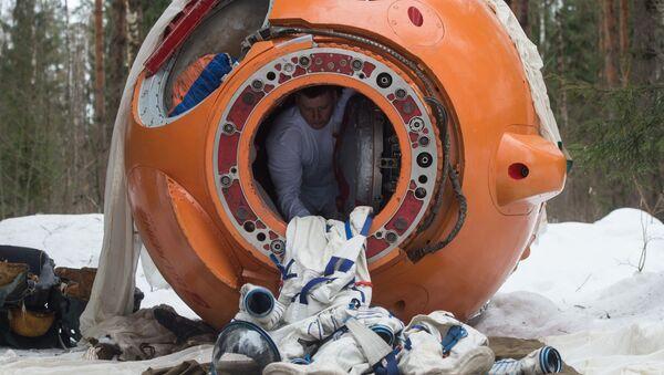 Školení posádky po přistání v zalesněných a bažinatých oblastech v zimě - Sputnik Česká republika