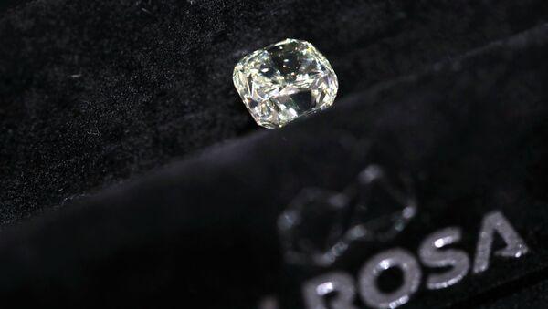Diamant společnosti Alrosa na výstavě diamantů - Sputnik Česká republika