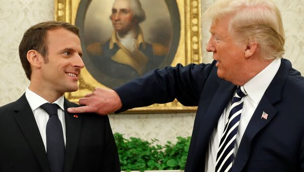 Donald Trump a Emmanuel Macron - Sputnik Česká republika