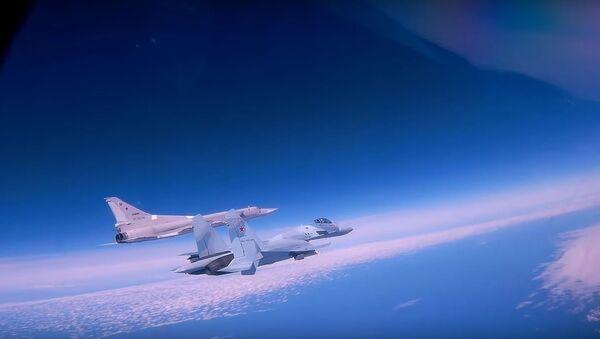 Podívejte se na fascinující let Tu-22M3 nad Černým mořem  - Sputnik Česká republika