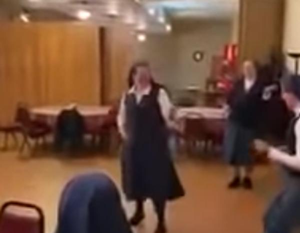 Provokativní video! Co dělají jeptišky, dokud je nikdo nevidí?  - Sputnik Česká republika