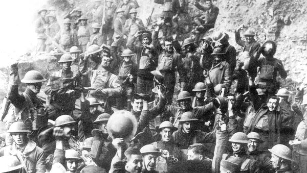 Američtí vojáci slaví zastavení palby 11. listopadu 1918 - Sputnik Česká republika