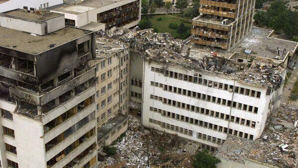 Budova ústřední pošty v Prištině zničená bombardováním NATO - Sputnik Česká republika