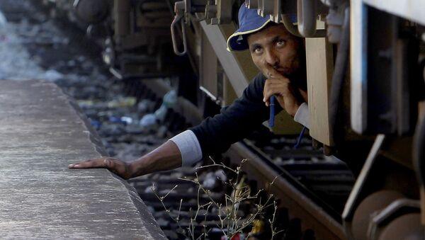 Migrant se schoval pod vlakem - Sputnik Česká republika