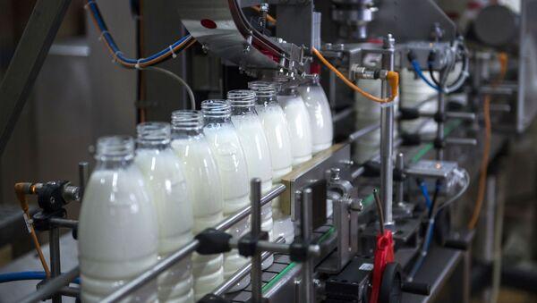Láhve s mlékem - Sputnik Česká republika