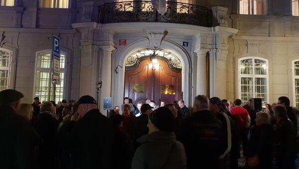 Demonstrace před srbským velvyslanectvím v Praze 24-3-2019 - Sputnik Česká republika