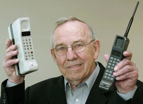 """Od """"cihly"""" k iPhonu: úchvatné dějiny mobilních telefonů - Sputnik Česká republika"""