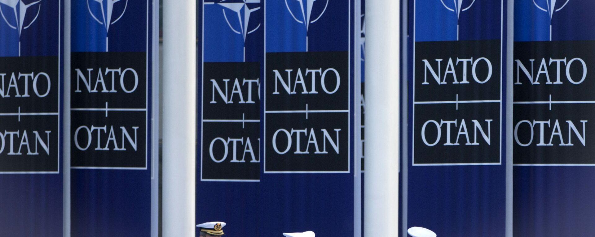 Španělští námořníci jdou pod vlajkou NATO vedle štábu aliance v Bruselu - Sputnik Česká republika, 1920, 15.06.2021