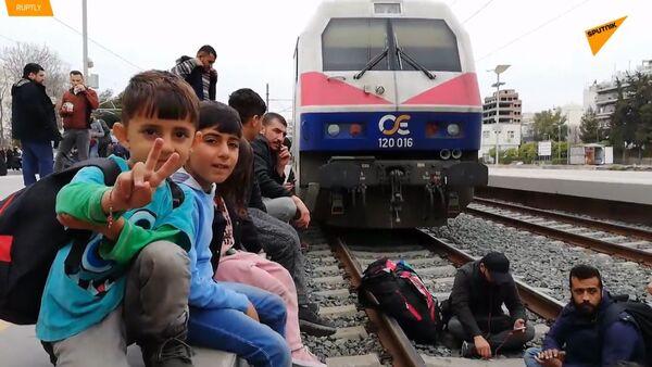 Kvůli protestujícím migrantům v Řecku byl zastaven chod hlavního athénského nádraží  - Sputnik Česká republika