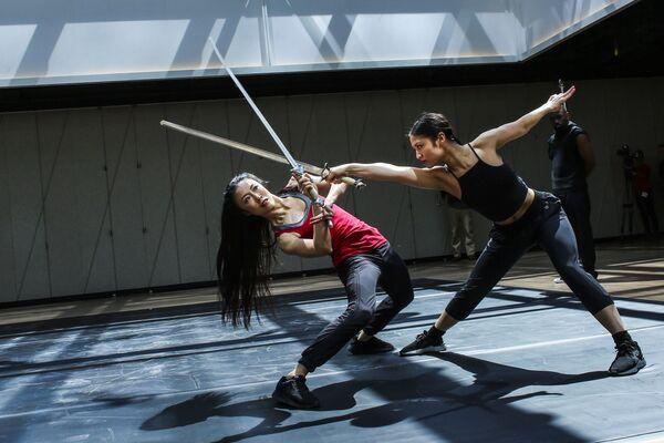 Tanečníci ze skupiny Dragon Spring Phoniex Rise na zkoušce v kulturním centru The Shed v New Yorku - Sputnik Česká republika
