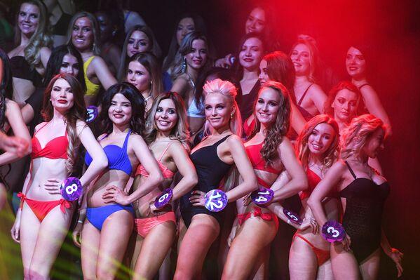 Účastnice během finálového vystoupení na soutěži krásy Miss International Mini 2019 v Moskvě - Sputnik Česká republika
