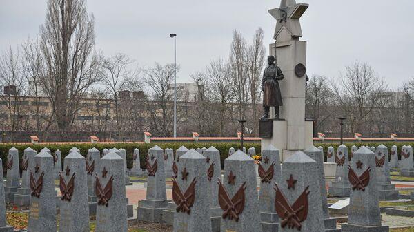 Hrob rudoarmějců, kteří osvobozovali Prahu, na Olšanech - Sputnik Česká republika
