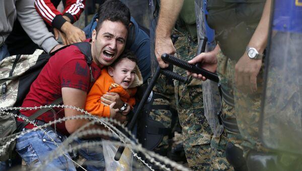 Střetnutí migrantů s makedonskou policií - Sputnik Česká republika