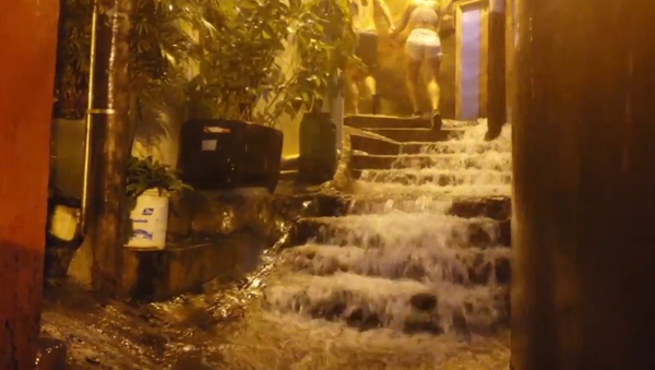 Voda útočí! Silná povodeň doslova spláchla Rio de Janeiro (VIDEO)  - Sputnik Česká republika