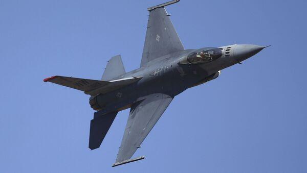 Americký stíhací letoun F-16 - Sputnik Česká republika