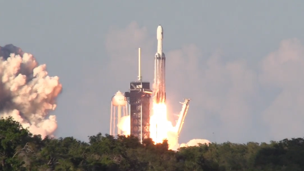 Ilon Musk do vesmíru vypustil nejmodernější raketu na světě (VIDEO) - Sputnik Česká republika