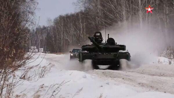 To budete koukat! Honbu crossovera za tankem natočili na video - Sputnik Česká republika