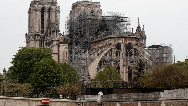 Katedrála Notre-Dame v Paříži po rozsáhlém požáru - Sputnik Česká republika
